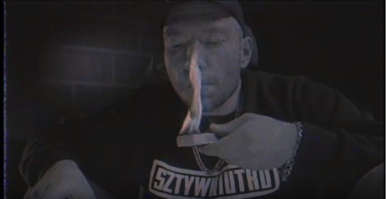 Krzysztof Skonieczny (Piorun):  Dostałem propozycję od różnych producentów rapowych w Polsce. Napie*dalamy płytę Piorun. Dawaj, sztywniutko.